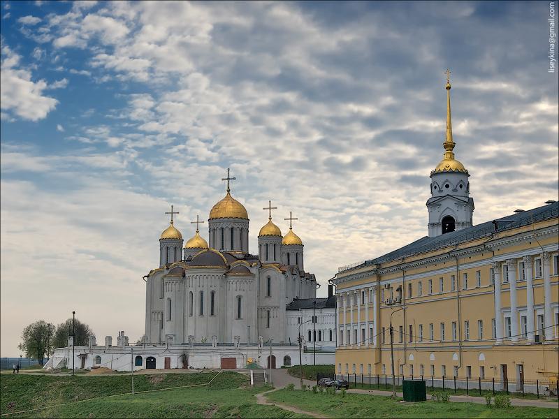 Палаты и Успенский собор. Владимир