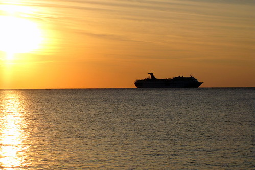 cruise_ship_departs_cozumel