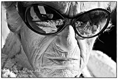 Meine Oma (Blitzlos) Tags: old grandma portrait people bw black reflection canon 350d sw oma sonnenbrille