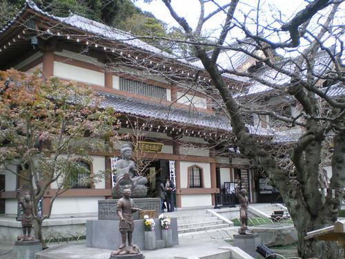 Recinto principal de Hase-dera que alberga una enorme estatua de Kannon de 11 caras