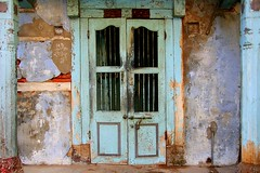 Doors and windows in Asia - India (RURO photography) Tags: voyage travel windows people india beautiful architecture canon fun photography reisen asia doors photos culture reis ornaments ramen porte lonelyplanet indi fentre architectuur raam arquitecture gujarat doorsandwindows reise deur inde independant cultuur cityview reizen discoverychannel azi deuren olddoors supershot kartpostal nationalgeography enstantane indigenoustribal voyageursdumonde tourisism journalistchronicles globalbackpackers discoveryphoto discoveryexpeditions rudiroels fadingcultures culturasperdidas verdwenenculturen