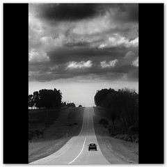 Run away... (Silvia de Luque) Tags: road bw car uruguay loneliness carretera bn coche soledad runaway rocha ruta9 alhambra2006 silviadeluque artlibre thelmalouisesoundtrack