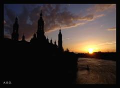 Atardecer en el Pilar (Alberto Olmo) Tags: atardecer olympus zaragoza cielo nubes aragn basilicadelpilar roebro ltytr1 e410 fotomisionesfm44