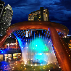 Luck is Near at The Fountain of Wealth, Suntec City  Singapore (williamcho) Tags: tourism fountain night shopping spectacular singapore bluehour attraction fountainofwealth beautysecret aplusphoto colourartaward flickrestrellas sinteccity internationalgepgraphic