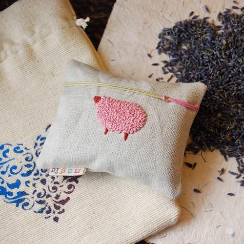 Lavender-filled small Cushion / kvepianti draugiška avytė