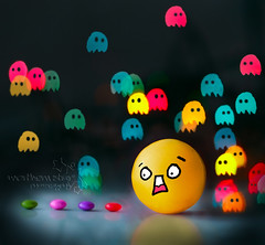 pacman-ia. (*northern star°) Tags: pink blue shadow red black cute verde green rot face yellow azul canon vintage dark rouge 50mm rojo noir purple bokeh blu negro ombra violet rosa multicoloured lila christmaslights bleu amarillo gelb giallo smarties pacman 80s videogame ghosts grün scared blau viola coloured rosso schwarz violett scuro northernstar donotsteal eos450d ©allrightsreserved hbw faccino videogioco impaurito fantasmini lucinedinatale northernstarandthewhiterabbit northernstar° digitalrebelxsi eff18ii usewithoutpermissionislillegal ifyouwannatakeitforpersonalusesnotcommercialusesjustask