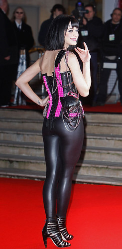 katy perry en catwoman - brit awards 2009