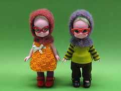 Emerald Witches (Helena / Funny Bunny) Tags: wool vintage knitting doll felting group straighthair 1972 olds evilla funnybunny emeraldwitch solidbackground preyarn blushychan fbfashion