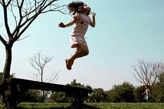 M. - Villa Lobos (Ana Luz) Tags: park blue parque sky luz sol girl azul kids children jump child play céu garota salto criança menina pulo analuz villalobos brincadeira