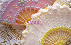 Marie Antoinette style Fan 1 (rosey sugar) Tags: wedding fan decoration royal sugar celebration icing piping marieantoinette sugarcraft decorativecookie