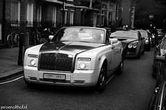 Rolls-Royce Phantom Drophead Coupe (Jeroenolthof.nl) Tags: uk england bw white black london beautiful car modern photography grey lights is amazing nice movement jeroen nikon view shot britain united rear great d70s kingdom rollsroyce automotive 45 east explore arab londres gb if paparazzi rolls lovely middle nikkor phantom zwart wit londra coupe exclusive royce engeland doha qatar londen zw 1870 f35 automotion olthof drophead wwwjeroenolthofnl jeroenolthofnl jeroenolthof