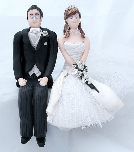thread bride and groom sitting down topper