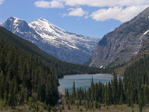 Avalanche Lake in front of Heavens Peak