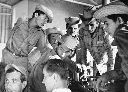 Ruso y campesinos cubanos