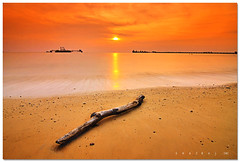 Sunset at Le Paris, Port Dickson (SHAZRAL) Tags: sea seascape beach canon eos malaysia filters cokin tokina1224mmf4 p121 450d theperfectphotographer azralfikri shazral leparisportdickson