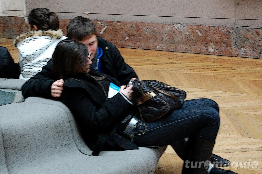 Namorar no Louvre