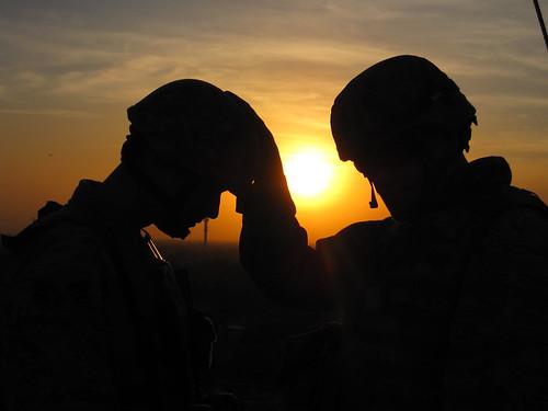 フリー写真素材, 社会・環境, 戦争・軍隊, 夕日・夕焼け・日没, 兵士, シルエット, アメリカ陸軍,
