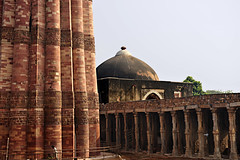 India New Delhi _D7C2034 (youngrobv) Tags: india geotagged nikon asia minaret unescoworldheritagesite gps fx complex qutub minar n1 bharat newdelhi qutb qutab uttarpradesh  0812 hindustan alaidarwaza d700    youngrobv 2470mmf28g solmeta alaigate  d7c2034