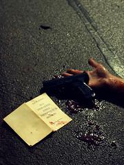 Aus dem Leben eines Taugenichts (jcdrewes) Tags: life art buch dead death blood shoot kunst kultur books drama literatur tot tod medien leben blut bücher waffe gewalt leid lyrik selbstmord pistole selbstportait taubenichts