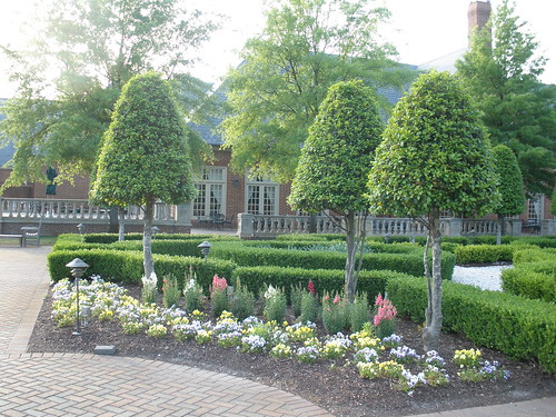 Founder's Inn Landscaping