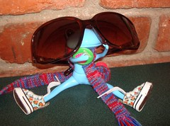 Henry the 8th tries on my glasses (irulethegalaxy) Tags: wonder frog henry viii 8th henrythe8th studiouoo wonderfrog notatudor