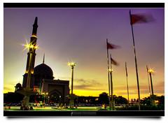 Sunset at Masjid Putrajaya (AnNamir c[_]) Tags: sunset sparkles canon 350d nightshot kitlens mosque malaysia slowshutter flare putrajaya hdr masjid senja putrajayamosque mesjid maghrib masjidputrajaya docbudie hdraward annamir buyie puteracom getokubicom drbudie