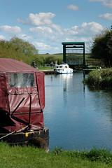 Wadenhoe: Lock on the River Nene (Joneau) Tags: architecture river landscape boat photo northamptonshire pleasureboat wadenhoe