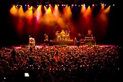 Palco (Luiz C. Salama) Tags: music stage gig crowd pop musica onstage manaus aovivo mcfly salama palco publico envivo plateia lcs multido studio5 audiece luizsalama birib luizcsalama fbricadeeventos