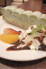 Green tea Tiramisu stick cake -  _1038468 (~Nisa) Tags: food dessert japanese restaurant strawberry singapore asia tea chocolate cream mint whippedcream tiramisu matcha greentea mandarinorange chocolatesauce greenteatiramisu mintleaf cuppage starhubcentre cuppageroad stickcake warakudegohan greenteatiramisustickcake 51cuppageroad