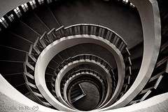 La Escalera (Alexis Hernndez Romero) Tags: blackandwhite escalera tenerife sur blackwhitephotos playadelasamricas canon40d alexishernndezromero hoteltorviscasplaya