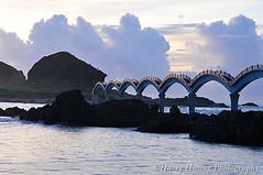 3_D308414-Sansiantai, Bridge, Sunrise, Morning, Chenggong Township, Taitung, Taiwan -------- (HarryTaiwan) Tags: morning bridge sunrise taiwan     taitung       chenggong  sansiantai       harryhuang hgf78354ms35hinetnet