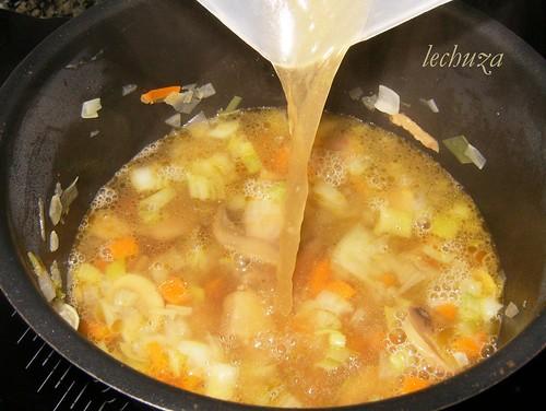 Sopa tallarines-añadir caldo
