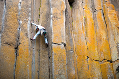 The Grotto - Marlin Lathrop Climbing Table Maners 5.8 (Amicus Telemarkorum) Tags: california orange usa columns climbing climber rockclimbing basalt thegrotto tradclimbing stemming tablemanors marlinlathrop jeffreyrueppelphotography advancedyetiproductions acdevildog