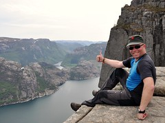 """Playing"" cool (pasto) Tags: norway norge cs preikestolen lysefjord pulpitrock couchsurfing rogland hikemountain"