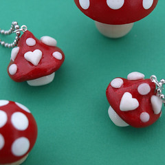 loveshrooms1 (Mommysaurus) Tags: red white love hearts mushrooms kawaii valentines etsy pilze fliegenpilze dawanda glamasaurus