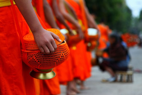 The alms receiving ceremony of Luang Prabang (... Arjun) morning 15fav orange color colour topf25 colors 1025fav 510fav sunrise canon iso800 dawn early asia colours dof bokeh buddha buddhist ceremony monk buddhism 100v10f pot 2550fav 500v50f monks 50100fav alm procession receive laos brass 2009 f4 luangprabang holyman robes indochina alms receiving luangphrabang 105mm luangphabang louangphrabang canonef24105mmf4lis bluelist laospdr unescoworldheritagecity canoneos5dmarkii 5dmarkii thealmsreceivingceremonyofluangprabhang