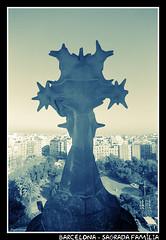 Barcelona - Sagrada Família (CATDvd) Tags: barcelona building church architecture arquitectura edificio iglesia catalonia april2005 catalunya sagradafamilia modernist edifici modernista esglesia nikonf65 catdvd davidcomas