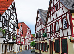 Meisenheim (Habub3) Tags: street city travel house holiday architecture facade buildings germany deutschland photo search nikon europa europe urlaub haus front historic explore stadt architektur altstadt gebude pfalz vacanze halftimbered fassade gasse fachwerk d300 fachwerkhaus strase meisenheim interesstingnes habub3 mygearandme