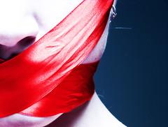 DSC03477 (Camila Smid) Tags: blue red portrait azul brasil self mouth dark close sony autoretrato tape garota vermelha boca dsc gurl rosto shut fita h9 caila smid