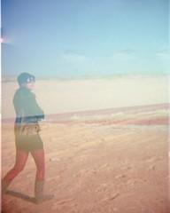 Walking on the Sand...Looking at the Sea (Vera Rodriguez*) Tags: sea sky girl clouds mar holga lomography xprocess sand waves areia doubleexposure footprints céu nuvens fujifilm menina pegadas ondas lomografia 160iso processocruzado exposiçãodupla
