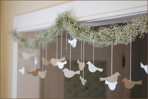 bird_and_flower_garland