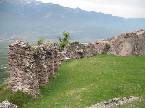 Prähistorische Bauten im Süden Südtirols