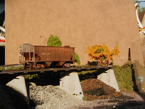 Unloading trestle - side view.