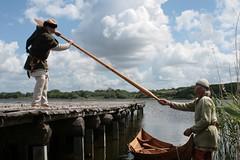 Wikinger-Boot Nökkvi mit der Besatzung: Reinhard Erichsen und Wulf Freese nach der Ausfahrt auf dem Haddebyer Noor - Museumsfreifläche Wikinger Museum Haithabu WHH 27-05-2009