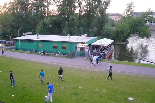 Yachtklub von Hans Romanov am Main 2008