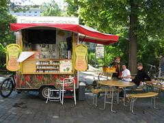 Dinkel macht glcklich, wie man hier sieht. (frollein2007) Tags: berlin juni kreuzberg germany deutschland essen markt 2009 61 arnoschmidt dinkel chamissoplatz veganerglck