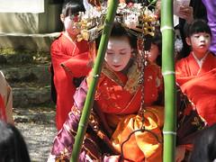 IMG_0590 (Shimabara.Tayuu) Tags: japan women kyoto prostitution maiko geiko ornaments geisha kimono edo geta courtesan hanamachi tsukasa shimabara oiran tayuu sumiya wachigaiya  bekkou joushoujitemple maebira yoshinotayuhannakuyo fursode isugumo