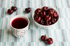 Hibiscus Tea & Cherries (Elahe Kianpoor) Tags: cherry 50mm cherries tea hibiscus nikkor herbaltea herbal 50mmf14g d5000 hibiscustea  nikonnikond5000