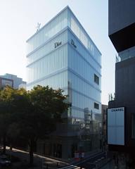 CHRISTIAN DIOR BUILDING OMOTESANDO: SANAA, Tokyo, Dec. 2003 (wakiiii) Tags: japan architecture tokyo nikkor 建築 f4 sanna 1224 nishizawa sejima s5 kazuyo kazuyosejima ryue s5pro afsdxzoomnikkor1224mmf4g nikkor1224mmf4gifed