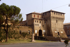 Lugo di Romagna - Castello (farsergio) Tags: italy tower castle italia torre castello lugo ravenna emiliaromagna medioevo middleage farsergio yourcountry